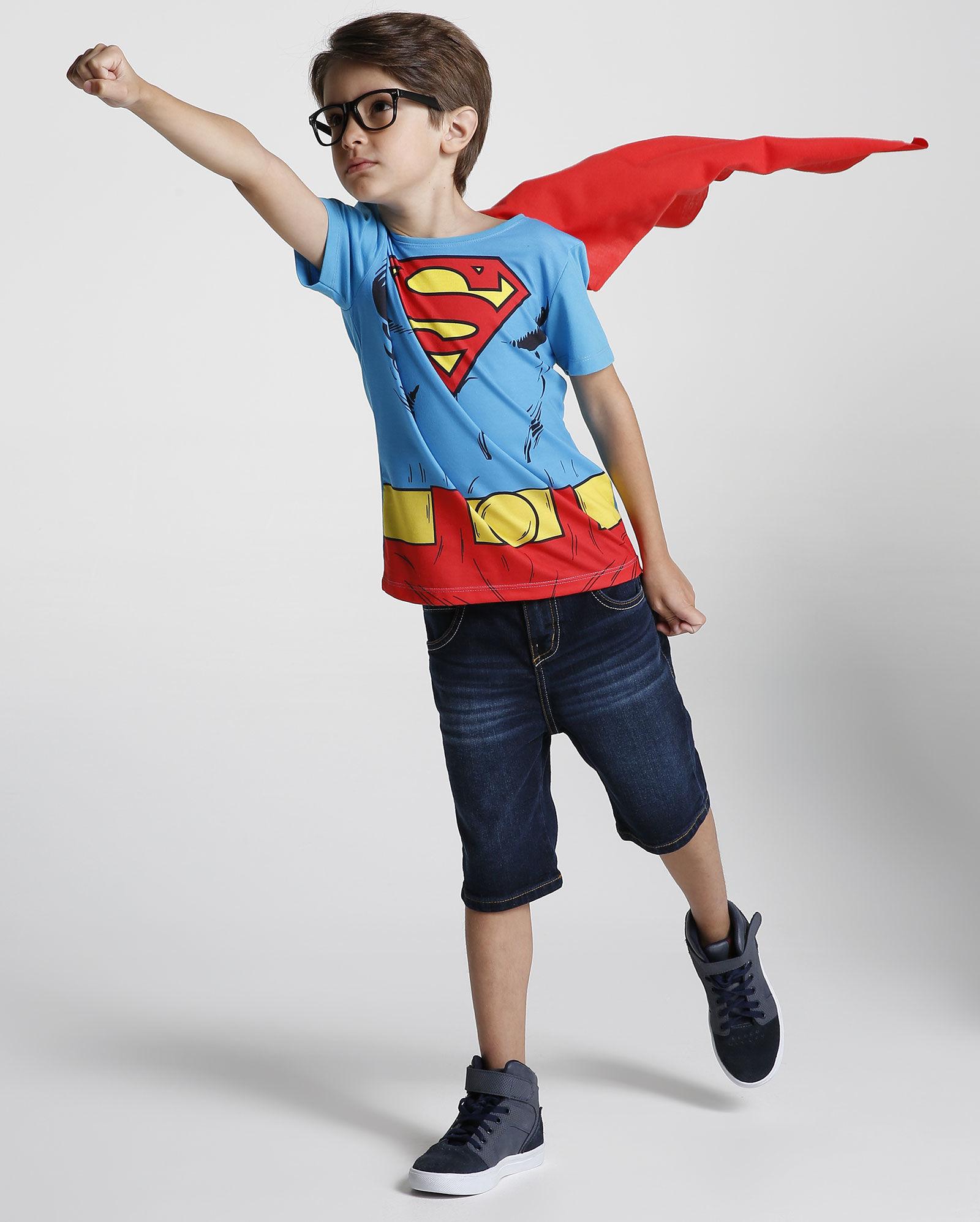 4c7b35bfe0 Riachuelo fez versões de Super-Homem para meninos e meninas  para eles